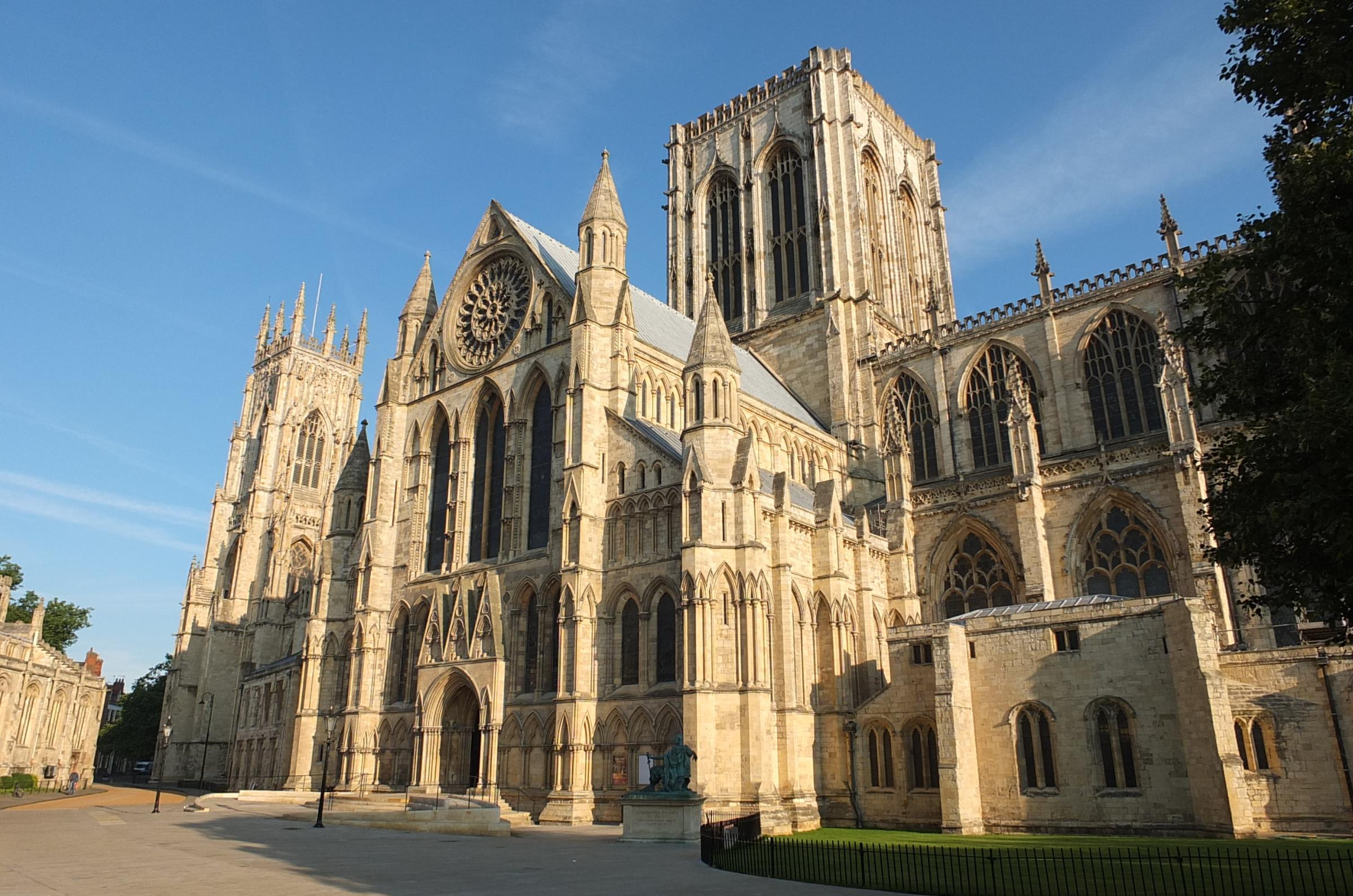 york-minster-south-piazza
